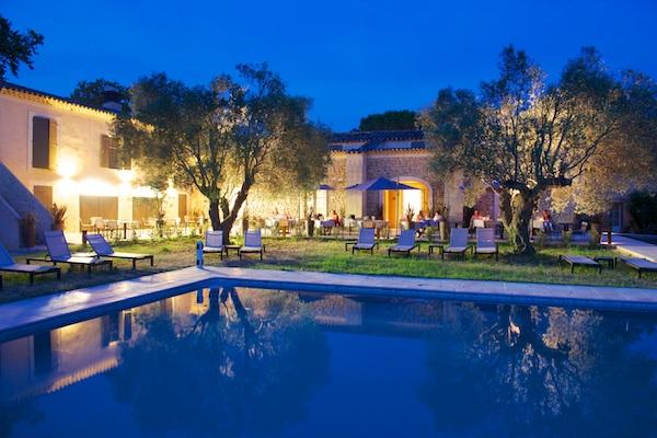 Schwimmbad des Hotels la Bégude