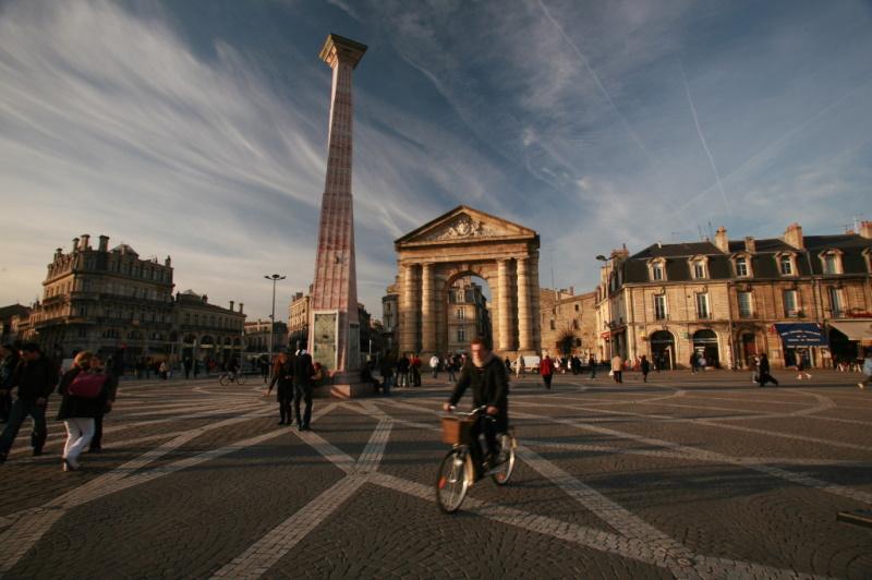 auf dem Fahrrad in Bordeaux