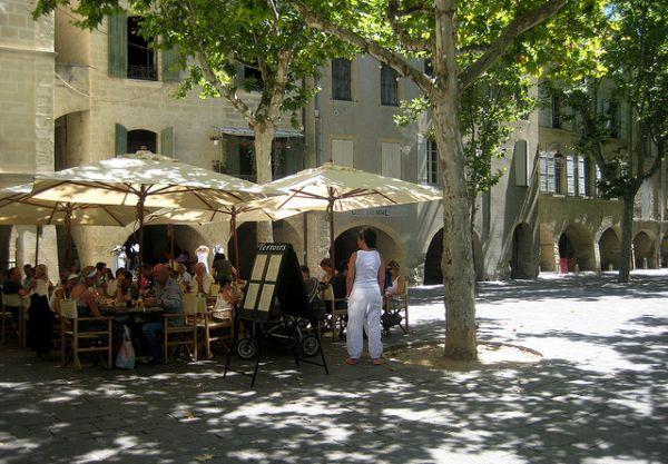 Place des Herbes Uzès Occitanie