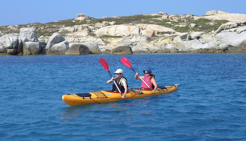 Kajakken langs de kust van Noord-Corsica