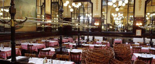 Schnecken-essen-beim-brasserie-chartier