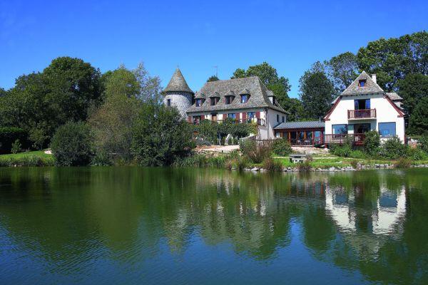 Hotel inmitten der beeindruckenden Natur des Departements Cantal