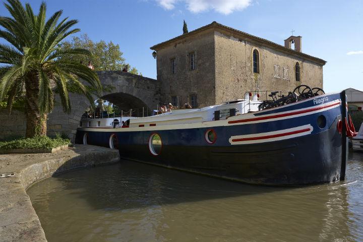 Plattbodenschiff - Hotelboot Alegria