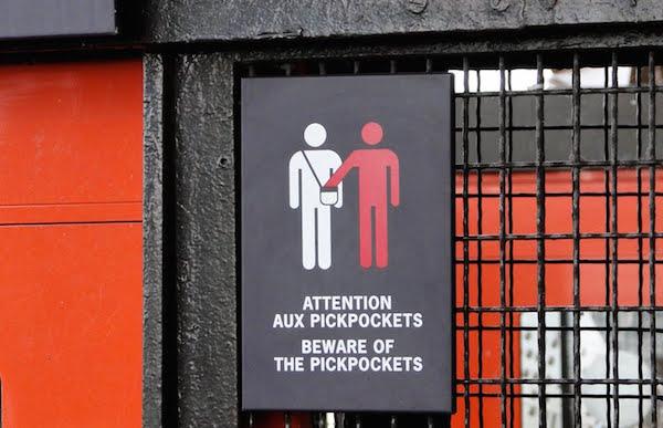 Taschendiebe in der Pariser Metro