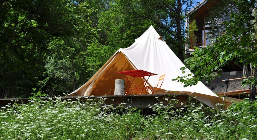 Le Bois Basalt: Zelte in der Natur der Auvergne