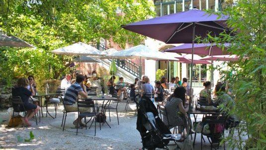 Terrasse-Paris- au-pavillon-dulac-Butte-Chaumont