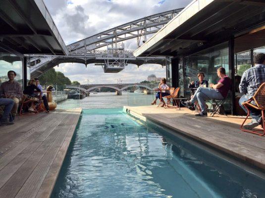 Das erste und einzige schwimmende Hotel der französischen Hauptstadt