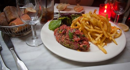 rohes Steak tartare in Paris
