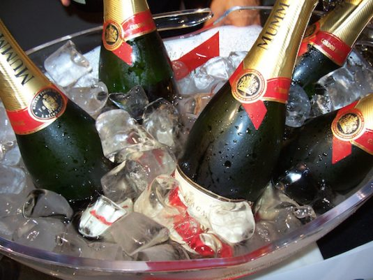 Champagne fuer Silvester in Paris