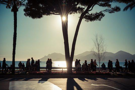 Auf der Croisette in Cannes die Wintersonne genießen