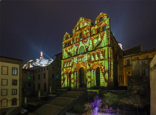 Puy-en-Velay, Kathedrale Notre Dame-de-l'Annonciation: Fassade der Kathedrale Mit Hightech-Lichteffekten