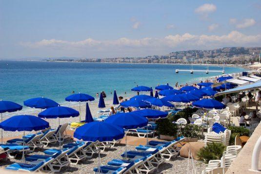 Sonnige Strand von Nizza - Alpes-Maritimes