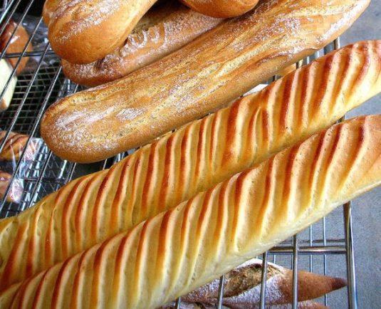 Viennoiseries beim französischen Bäcker: Baguette Viennoise