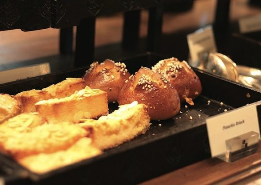 Viennoiseries beim französischen Bäcker: Brioche