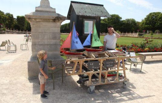 Mini-Segelboote für die Kinder in Jardin du Luxembourg Paris