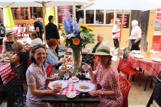 Josee und Carole testen restauranten im Nizza