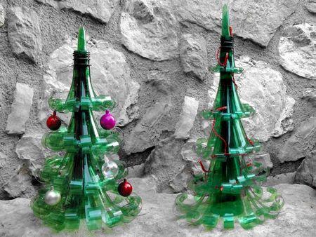 Tanenbaum mit Plastikflaschen
