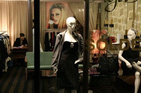 3ème démaruque beim Winterschlussverkauf in Paris