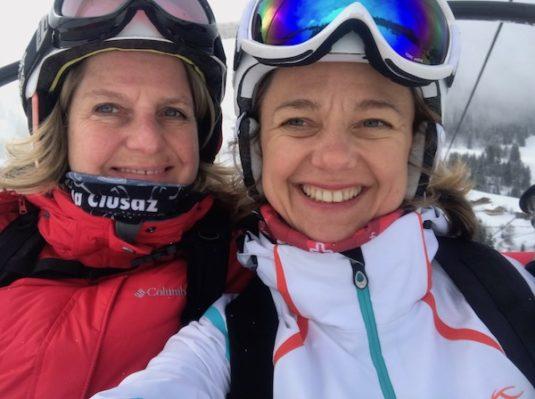Carole & Josee beim Skifahren in La CLusaz