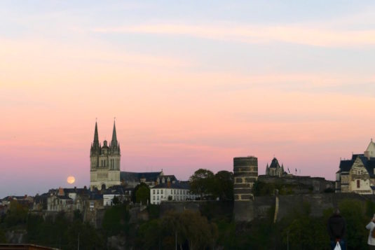 Angers Sonnenuntergang Kathedrale und Schloss