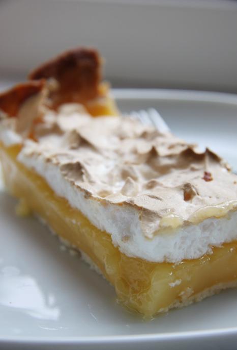 Tarte au citron: französischen Zitronenkuchen mit Meringue