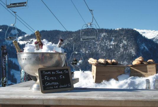 Champagne in Chalet Les Praz in La Clusaz