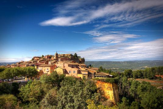 "Das ""Ockerstädtchen"" Roussillon (CC/Decar66)"