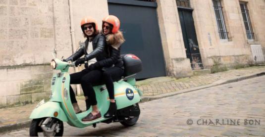 Yugo scooter - eRoller in der Stadt von Bordeaux