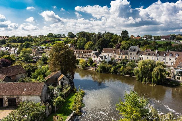 Dorf Fresnay-sur-Sarthe