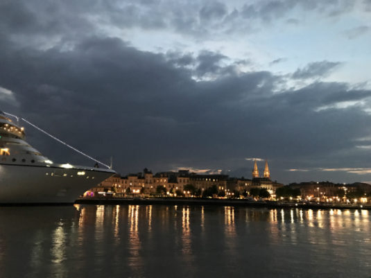 Mit dem Schiff Garonne Bordeaux