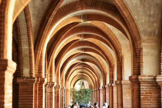 Arcades von Place Nationale in Montauban