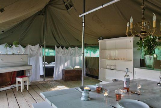 Glamping Zelt mit Einrichtungen