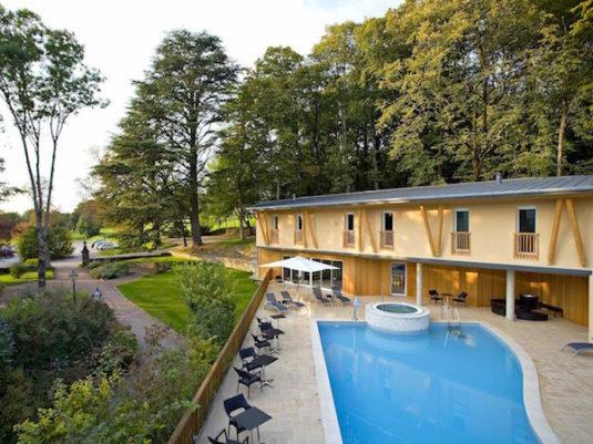 Hotel mit Schwimmbad im Jura