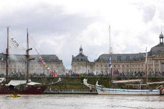Miroir D'eau Bordeaux Fete le Vin und Segelschiff