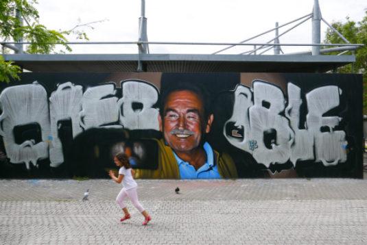 Bordeaux Street Art Kinder spielen auf der Strasse in Bordeaux