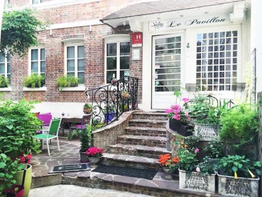 Hotel Le Pavillon mit Patio im Garten