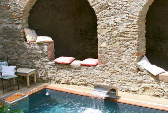 Schwimmbad im Chateau de Siran