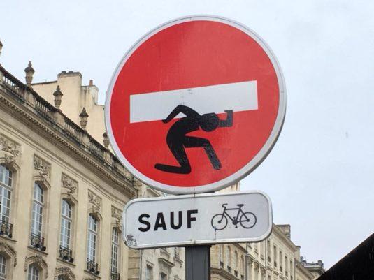 Kunstler Abraham Clet i Bordeaux - Street Art