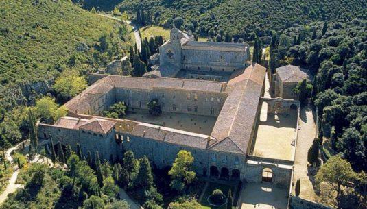 Abtei de Fontfroide in Narbonne Luftaufnahme