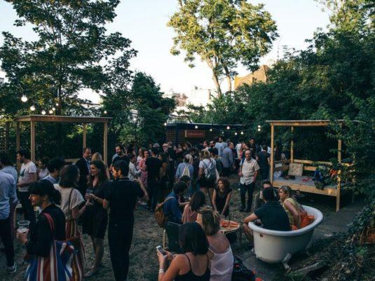 La ville Extraordinare: Hippe Terrasse in Paris