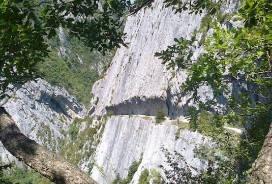 spannender Wanderweg Pyreneen