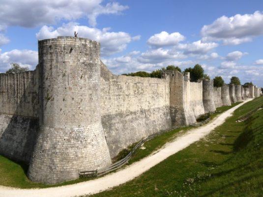 Die Stadtmauern des mittelalterlichen Provins