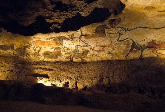 Die prähistorischen Stätten im Vézère-Tal in der Dordogne, z.B. die Höhle von Lascaux