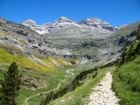 Mont Perdu und der Talkessel Cirque de Gavarnie in den Pyrenäen