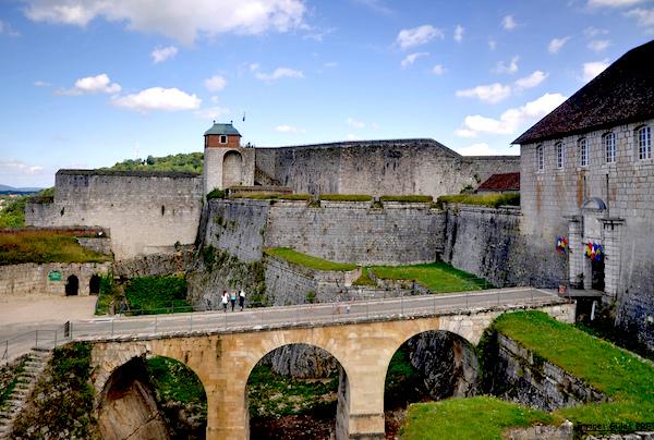 Die Festungsbauwerke in Vauban, wie hier die Zitadelle von Besançon (Doubs)