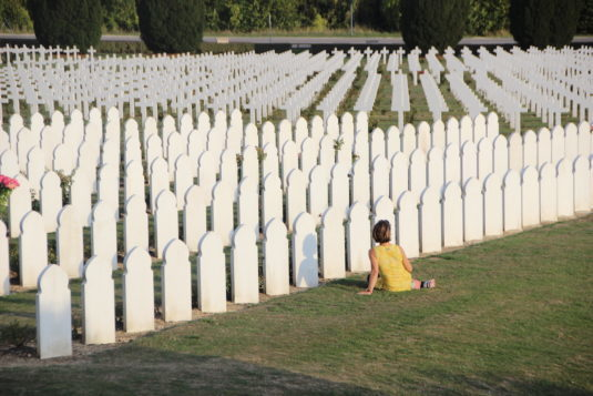 16.000 weiße Kreuze im Douaumont Friedhof bei Verdun