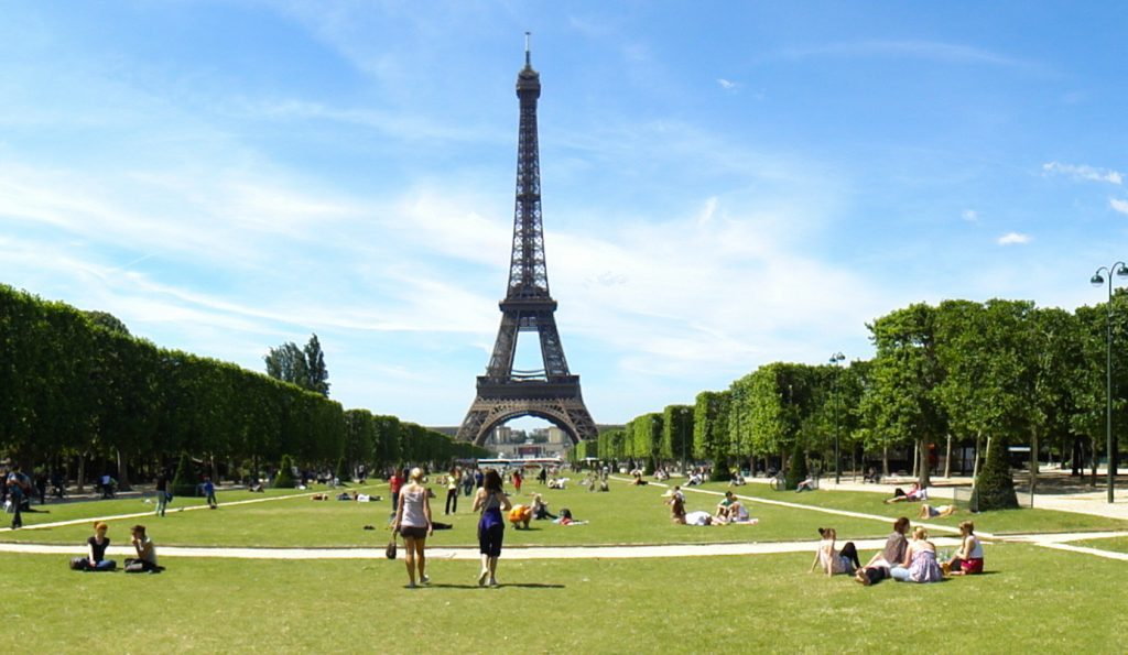 Picknickplätze in Paris Champ de Mars Eiffelturm