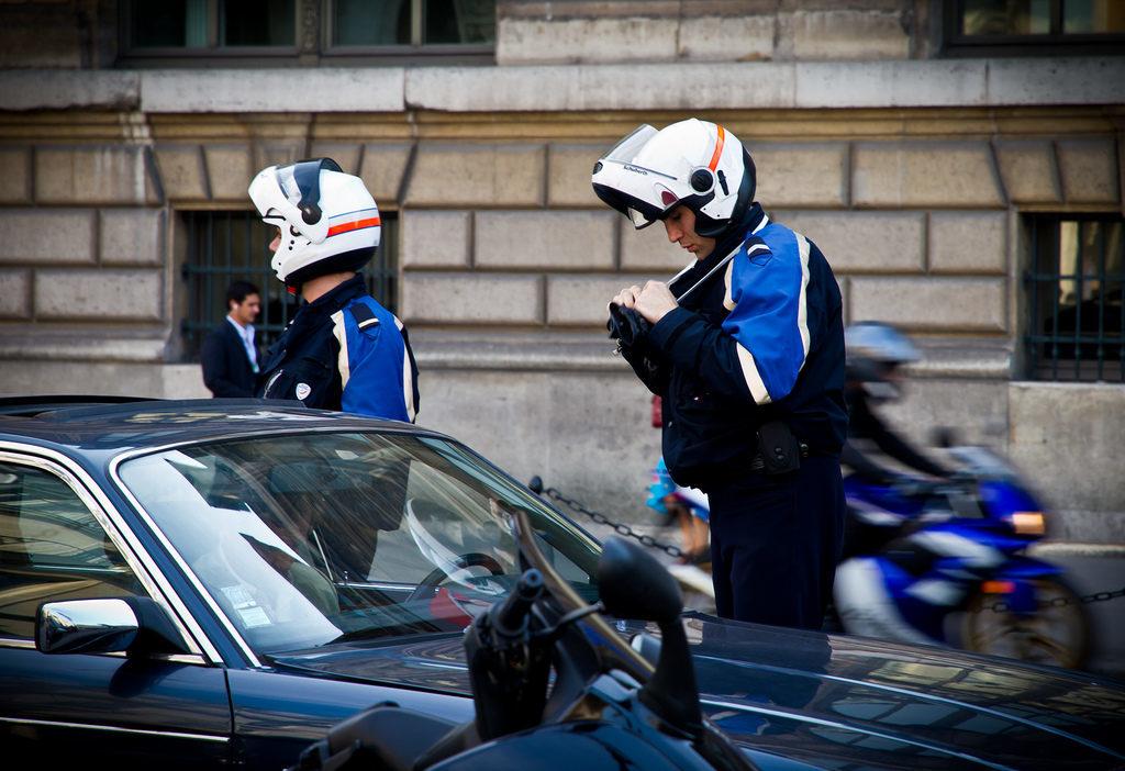 Pariser Fahrpolizei Mit dem Auto nach Paris: praktische Tipps