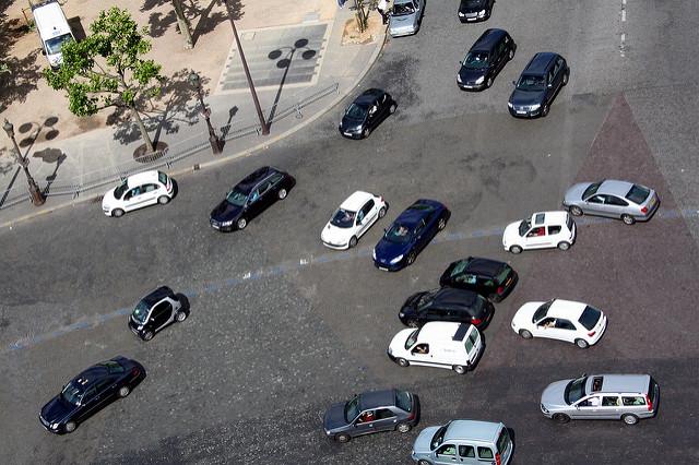 Paris place de l'étoile rotonde arc de triomphe Mit dem Auto nach Paris: praktische Tipps
