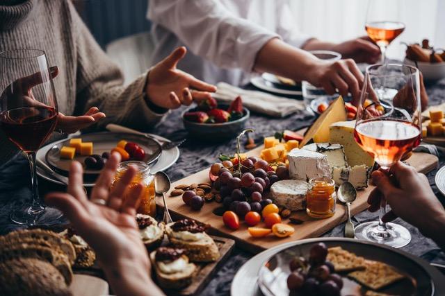 Französische Kultur - a table